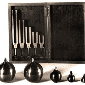 Tuning_forks_and_Helmholtz_resonators