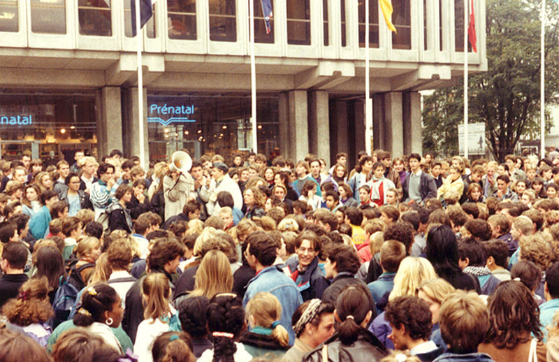 Protesting highschoolers in Rouen, France, April 1989