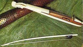 Pochette & bow with case (Paris, ca.1660). London, Victoria and Albert Museum.